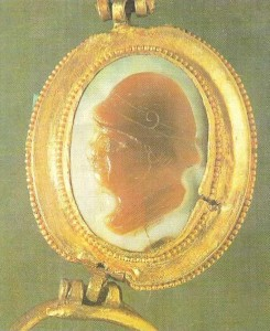 Камея в золотой оправе. Афганистан. 2-1 века до н.э.