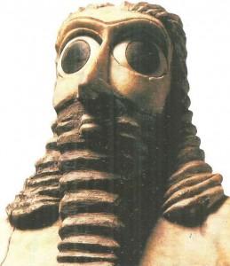 Голова статуи молящегося из Квадратного храма