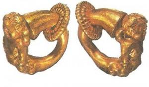 Серьги в виде амуров. 2-1 века до н.э.