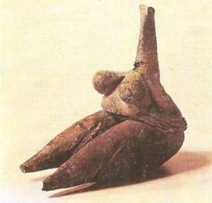 Женская статуэтка. Обожженная глина