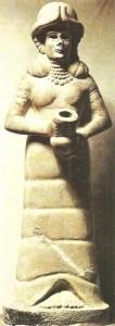 Статуэтка знатной женщины. Гирсу, Месопотамия