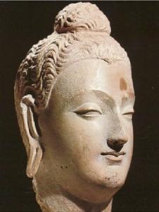 Ашока, бюст сделан в буддийских традициях.