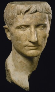 Бюст Августа Октавиана, в виде молодого греческого бога. 27-14 гг. до н.э. Мрамор. Музей искусств Балтимора.