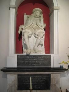 Статуя Фрэнсиса Бэкона на месте его захоронения.