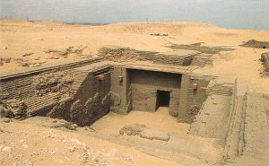 Гробница фараона Дена из I династии Египта, находящася близ Абидоса.
