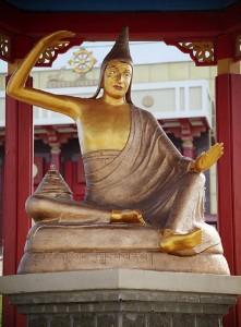 Статуя Дигнаги. Золотая обитель Будды Шакьямуни (Элиста, Калмыкия).