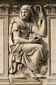 Геродот, работы Жан-Гийом Мота, 1806 г. Расположен на западном фасаде дворца Лувра, Париж, Франция.