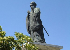 Статуя Конфуция в Китайском культурном саду
