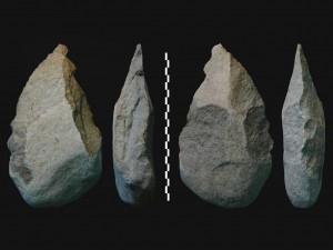 Олдувайские (слева) и ашельские каменные топоры, найденные в Кокиселее (оз. Туркан), Танзания.