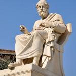 Статуя Платона около Национальной Академии в Афинах.