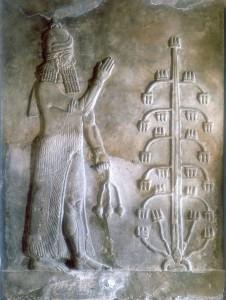 Саргон стоящих перед древом жизни. Каменный рельеф. Лувр, Париж.