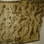 Барельеф с колонны Траяна. Кавалерийская борьба с сарматами