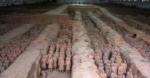 Терракотовые воины из гробницы Цинь Шихуанди, расположенной близ Сианя (общий вид)