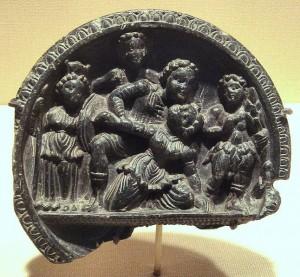 Каменная палитра, изображающая мифологическую сцену. 2-1 века до н.э. Северная Индия
