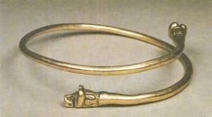 Гривна с головами львиц. Золото 6 век до н.э.