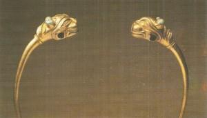 Гривна с головами львиц. 10 век до н.э.