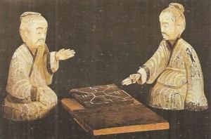 Игроки в фишки. Деревянная скульптура. Древний Китай