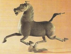 Лошадь галопом. Из погребения полководца. Древний Китай.