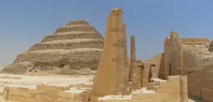 Пирамида Джосера с восточной стороны в Саккре, близ Мемфиса