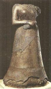 Статуя царицы Напирасу. Сузы. Персия