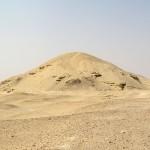 Остатки пирамида Аменемхета I, близ Лишта