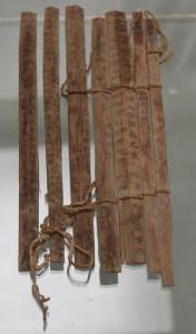 Бамбуковые планки с иероглифами. Хранятся в музее города Ганьсу, Китай.