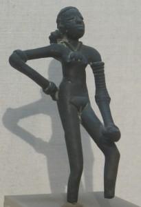 Танцующая девушка. Найдена в 1926 г. в Мохеджо-Даро.