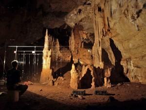 Раскопки в пещере Манот (Израиль)