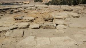 Остатки фундамента храма Хену