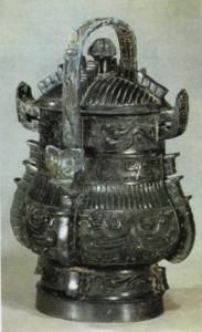 Ритуальный сосуд для вина с орнаментом в виде птиц и драконов . Вторая половина II тыс. до н.э.