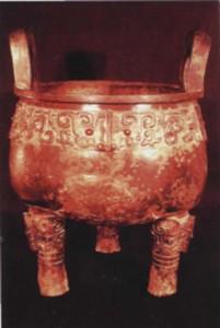 Ритуальный сосуд с орнаментом в виде маски таоте. Эпоха Шан-Инь.