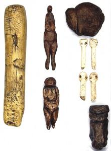 Фигурки из разных материалов со стоянки Авдеево.