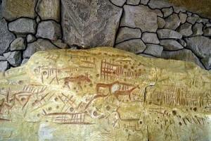 Потолок Каменной могилы с изображением лошадей и козлов