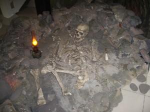 Реконструкция захоронения в пещере Ля Шапель-о-Сен.