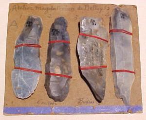 Мустьерские орудия труда - резцы и скребки. Найдены близ Амьена, Франция.