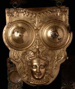 Позолоченная бронзовая кираса. III-II вв. до н.э.
