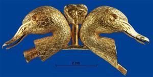 Головы уток с детальным орнаментом из Катны