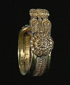 Финикийское кольца с гребнем. Золото.
