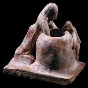 Терракотовая фигурка ребенка и женщины, выпекающей хлеб. VI в. до н.э.