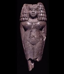 Фигурка финикийской женщины с египетской прической