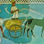 Два воина на колеснице, в шлемах из клыков кабана