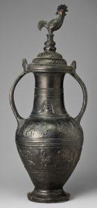 Этрусская ваза буккеро с петухом. Вторая половина VI в. до н.э. Глина темно-серая, черный лак. Храниться в Государственном музее изобразительных искусств имени А.С. Пушкина.
