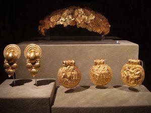 Этрусские золотые венец и драгоценности, найденные в Вульчи в некрополе Кампоскола. VI в. до н.э.