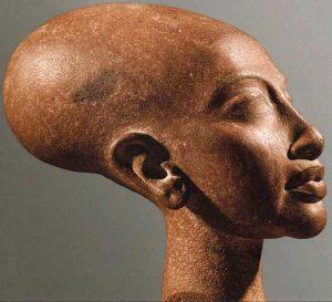 Голова царевны, дочери Эхнатона и Нефертити. Телль эль-Амарна, мастерская скульптора Тутмоса